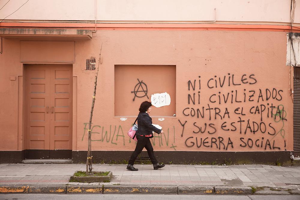 Los muros son el papel, que informa del acontecer y de los planes a seguir.<br /> <br /> Muestra la agenda del movimiento social y también sus proclamas.