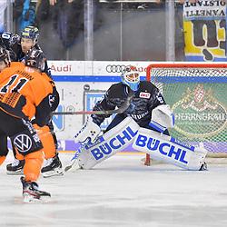 Brent Aubin (Nr.11 - Grizzlys Wolfsburg), Darin Olver (Nr.40 - ERC Ingolstadt), Torwart Timo Pielmeier (Nr.51 - ERC Ingolstadt), ERC Ingolstadt gegen Grizzlys Wolfsburg am 08.03.2020 in Ingolstadt,<br /> Foto: Johannes TRAUB / JT-Presse.de beim Spiel in der DEL, ERC Ingolstadt (dunkel) - Grizzlys Wolfsburg (hell).<br /> <br /> Foto © PIX-Sportfotos *** Foto ist honorarpflichtig! *** Auf Anfrage in hoeherer Qualitaet/Aufloesung. Belegexemplar erbeten. Veroeffentlichung ausschliesslich fuer journalistisch-publizistische Zwecke. For editorial use only.