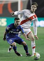 Rayo Vallecano's Diego LLorente (r) and Getafe's Victor Rodriguez during La Liga match. April 1,2016. (ALTERPHOTOS/Acero)