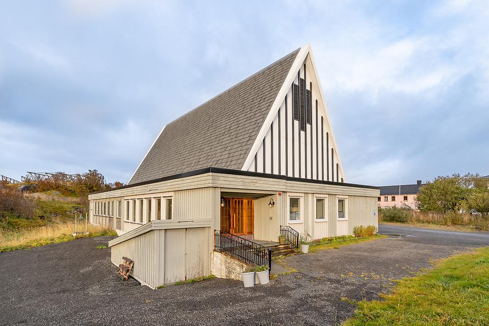 Henningsvær kirke ligger på Heimøya i Henningsvær i Lofoten. Kirka er ei langkirke i tre. Den ble innviet i 1974 og har 250 plasser.