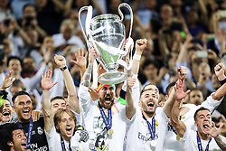 28-05-2016 ITA, UEFA CL Final, Atletico Madrid - Real Madrid, Milaan<br /> Sergio Ramos of Real Madrid and other players celebrate with a Trophy<br /> <br /> ***NETHERLANDS ONLY***