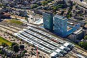 Nederland, Gelderland, Arnhem, 29-05-2019; Arnhem centraal, Station Arnhem. Het nieuwe stationsgebouw (architect UNStudio, Ben van Berkel), inclusief nieuwe perron overkappingen. Naast de OV terminal met busstation, twee kantoorgebouwen, de Parktoren van ATOS en WTC Arnhem Nijmegen.<br /> The new Arnhem Central Station and surroundings.<br /> <br /> luchtfoto (toeslag op standard tarieven);<br /> aerial photo (additional fee required);<br /> copyright foto/photo Siebe Swart