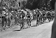 Frankrijk, Sarlat, dordogne, 15-7-1987De tourkaravaan passeert. Etappe van Brive naar Bordeaux. Op de 2e plaats in het peloton fietscoureur Teun van Vliet van de Panasonic Isostar wielerploeg geleid door ploegleider Peter Post. Dit was het meest succesvolle jaar van Van Vliet, toen hij onder meer Gent-Wevelgem, de Omloop Het Volk en de Ronde van Nederland won. In 1990 moest hij stoppen en is daarna verschillende keren ernstig ziek, kanker, geweest. Initiator van topsport for life.Foto: Flip Franssen/Hollandse Hoogte