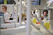 Nederland, Nijmegen, 21-4-2011Studenten tandheelkunde bezig met een praktikum.Foto: Flip Franssen