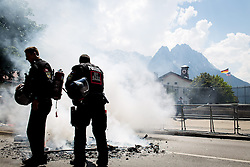 05.06.2015, Garmisch Partenkirchen, GER, G7 Gipfeltreffen auf Schloss Elmau, Circa 300 Menschen demonstrieren in Garmisch-Patenkirchen gegen den G7-Gipfel im benachbarten Elmau, im Bild Polizisten löschen einen Brand // during Protest of the G7 opponents prior to the scheduled G7 summit which will be held from 7th to 8th June 2015 in Schloss Elmau near Garmisch Partenkirchen. Garmisch Partenkirchen, Germany on 2015/06/05. EXPA Pictures © 2015, PhotoCredit: EXPA/ Eibner-Pressefoto/ Gehrling<br /> <br /> *****ATTENTION - OUT of GER*****