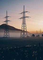 THEMENBILD - Masten einer Stromleitung bei Sonnenaufgang und Bodennebel in der Landschaft, aufgenommen am 21. September 2019 in Kaprun, Oesterreich // Masts of a power line at sunrise and ground fog in the landscape in Kaprun, Austria on 2019/09/21. EXPA Pictures © 2019, PhotoCredit: EXPA/ JFK