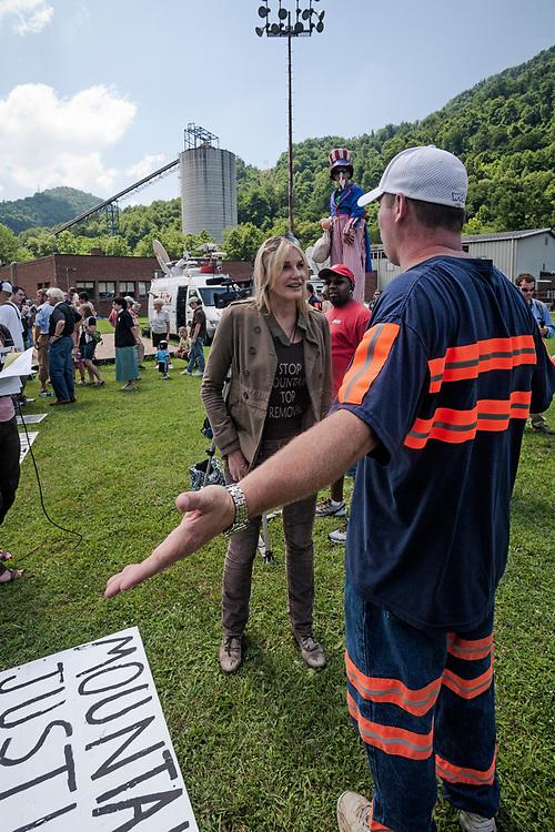 Daryl Hannah and Massey Energy employee