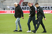 Fussball: 2. Bundesliga, FC St. Pauli - Fortuna Düsseldorf 0:3, Hamburg, 20.12.2020<br /> v.l.: Andreas Bornemann, Trainer Timo Schultz und Co-Trainer Loic Fave<br /> © Torsten Helmke