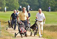 HILVERSUM - Viering 100 jaar Hilversumsche Golfclub met de titel 'Once in a Livetime' was van ieder Nederlandse golfclub een voorzitter of ander bestuurlid uitgenodigd. Er waren 165 deelnemers voor  de wedstrijd. Op hole 14 stond een plastic speelgoedauto voor de hole in one. . Een muziekband liep door de baan. Voorzitter is Age Fluitman (m). COPYRIGHT KOEN SUYK