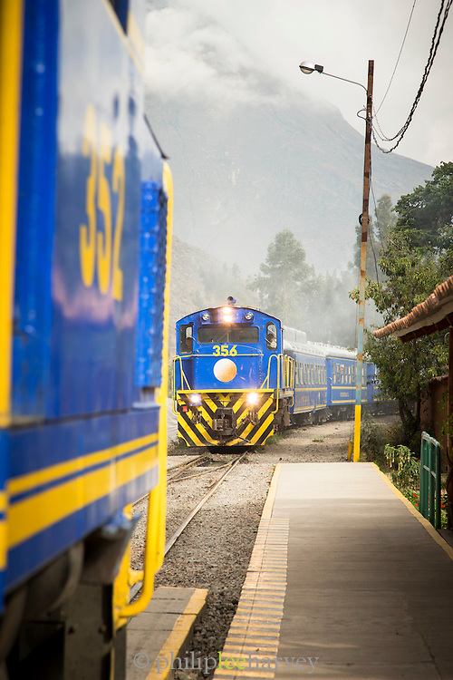 Train waiting at Ollanta Station ready to depart to Machu Picchu, Sacred Valley of the Inca, Cusco Region, Peru, South America