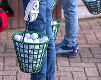 HALFWEG - jeugdgolf  , oefenballen, manden, mandjes,  op de Amsterdamse Golf Club.    COPYRIGHT KOEN SUYK