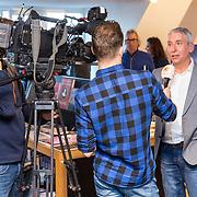 NLD/Amsterdam/20171025 - Start verkoop boek 'Aruba' van Marco Borsato en Raymond Rutting, Raymond word geinterviewd door SBS Shownieuws