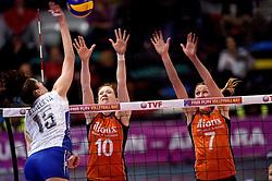 09-01-2016 TUR: European Olympic Qualification Tournament Rusland - Nederland, Ankara<br /> De Nederlandse volleybalsters hebben de finale van het olympisch kwalificatietoernooi tegen Rusland verloren. Oranje boog met 3-1 voor de Europees kampioen (25-21, 22-25, 25-19, 25-20) / Tatiana Kosheleva #15 of Rusland, Lonneke Sloetjes #10, Quinta Steenbergen #7