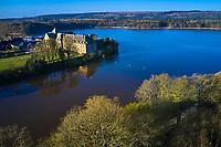 France, Ille-et-Vilaine (35), forêt de Brocéliande, Paimpont, l'abbaye du XIIIe siècle en bordure de l'étang // France, Ille-et-Vilaine (35), Forest of Brocéliande, Paimpont, the 13th century abbey on the edge of the pond