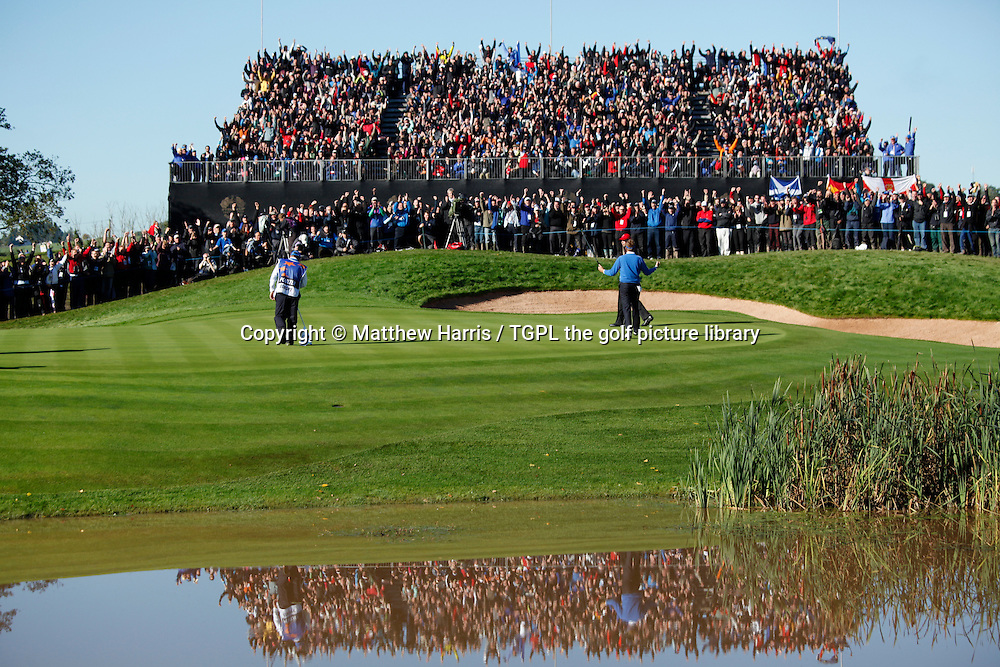 Ian POULTER (ENG) makes birdie Session Four_Singles during Ryder Cup 2010,Celtic Manor,Newport,Wales.