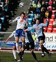 Fotball , 23. april 2006 1. divisjon herrer , Haugesund - Manglerud Star<br /> Haugesund Ivar Sandvik i hodeduell med Christian Torp<br /> Foto: Jan Kåre Ness , Digitalsport