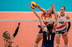 18-08-2016 BRA: Olympic Games day 13, Rio de Janeiro<br /> De Nederlandse volleybalsters hebben niet kunnen stunten met een plaats in de finale van het olympisch toernooi. China, dat in de groepsfase nog met 3-2 geklopt werd, won na een thriller van ruim twee uur: 3-1 (27-25, 23-25, 29-27, 25-23). / Yvon Belien #3