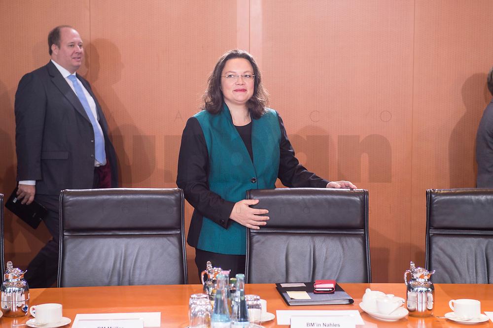 27 SEP 2017, BERLIN/GERMANY:<br /> Andrea Nahles, SPD, Bundesarbeitsministerin und designierte SPD Fraktionsvorsitzende, vor Beginn der Kabinettsitzung, Bundeskanzleramt<br /> IMAGE: 20170927-01-001<br /> KEYWORDS: Kabinett, Sitzung