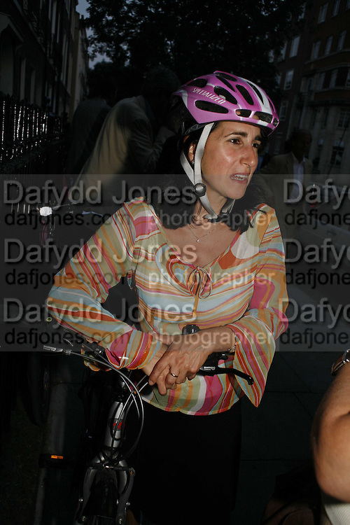 MARINA JOHNSON, The Spectator At Home. Doughty St. 6 July 2006. ONE TIME USE ONLY - DO NOT ARCHIVE  © Copyright Photograph by Dafydd Jones 66 Stockwell Park Rd. London SW9 0DA Tel 020 7733 0108 www.dafjones.com