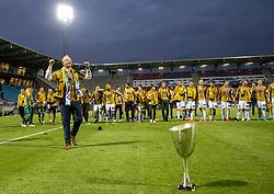 Cheftræner Glen Riddersholm (SønderjyskE) fejrer sejren i finalen i Sydbank Pokalen mellem AaB og SønderjyskE den 1. juli 2020 i Blue Water Arena, Esbjerg (Foto Claus Birch).
