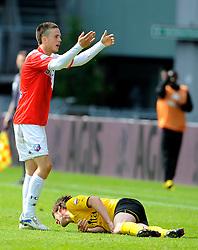 16-05-2010 VOETBAL: FC UTRECHT - RODA JC: UTRECHT<br /> FC Utrecht verslaat Roda in de finale van de Play-offs met 4-1 en gaat Europa in / Ricky van Wolfswinkel en Kris de Wree die zijn pols breekt<br /> ©2010-WWW.FOTOHOOGENDOORN.NL