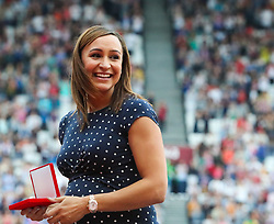 London, 2017 August 06. Jessica Ennis-Hill receives her reallocated heptathlon gold from the 2011 IAAF World Championships in Daegu, presented by Lord Sebastian Coe on day three of the IAAF London 2017 world Championships at the London Stadium. © Paul Davey.