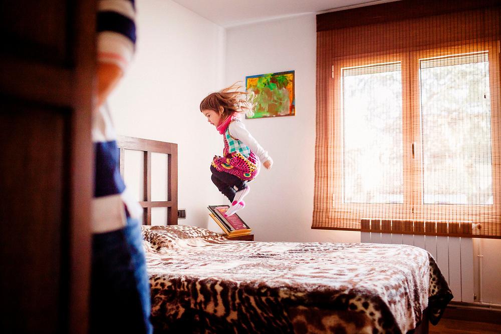 Sessio de fotografia infantil divertida, dinàmica feta a Salt.