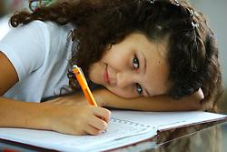 Uma estudante com seu caderno. FOTO: Jefferson Bernardes/Preview.com
