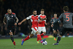 2017?3?7?.        (??) ?1???——?????????????.        3?7?????????????????????????.       ?????????????????????16???????????????????5?1????????????10?2?????????.        ???????·?????????.(SP) BRITAIN-LONDON-SOCCER-CHAMPIONS LEAGUE-ARSENAL VS BAYERN MUNICH .(170307) -- LONDON, Mar. 7, 2017  Arsenal's Theo Walcott (2nd L) competes for the ball with Bayern Munich's Arturo Vidal (1st L) and Bayern Munich's Mats Hummels (R) during the Champions League Round of 16 second leg match between Arsenal and Bayern Munich in London, Britain on March 7, 2017. Bayern Munich won 5-1. (Credit Image: © Tim Ireland/Xinhua via ZUMA Wire)