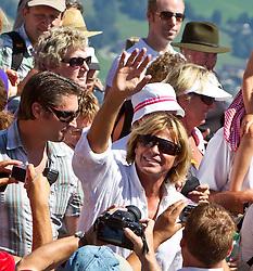 25.08.2011, Hahnenkamm, Kitzbuehel, AUT, Fanwanderung mit Hansi Hinterseer, im Bild Hansi Hinterseer umringt von Fans während der Hansi Hinterseer Fanwoche 2011, EXPA Pictures © 2011, PhotoCredit: EXPA/ J. Feichter