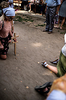 Grabarka, woj podlaskie, 18.08.2019. Prawoslawne uroczystosci Swieta Przemienienia Panskiego pod przewodnictwem zwierzchnika Kosciola Prawoslawnego w Polsce metropolity Sawy. Corocznie na Grabarke w dniu swieta przybywa kilkadziesiat tysiecy wiernych N/z wierni obchodza na kolanach cerkiew Zasniecia Przenajswietszej Bogurodzicy fot Michal Kosc / AGENCJA WSCHOD