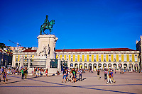 Portugal, Lisbonne, Portugal, quartier de Baixa pombalin, Praca do Comercio ou Place du Commerce, statue du roi Jao I // Portugal, Lisbon, Praca do Comercio, or Commerce Square. It is also known as Terreiro do Paco, or Palace Square after the Royal Palace which stood there and was destroyed by the 1755 earthquake, king Jao I statue