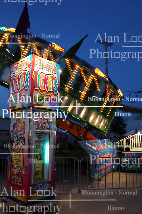 07 August 2015:   McLean County Fair - Zero Gravity (Round up)