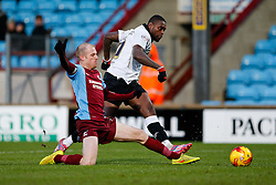Jay Emmanuel-Thomas of Bristol City is challenged by Neil Bishop of Scunthorpe United as he shoots - Photo mandatory by-line: Rogan Thomson/JMP - 07966 386802 - 17/01/2015 - SPORT - FOOTBALL - Scunthorpe, England - Glanford Park - Scunthorpe United v Bristol City - Sky Bet League 1.