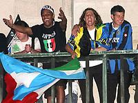 Fotball<br /> Italia Serie A<br /> Foto: Inside/Digitalsport<br /> NORWAY ONLY<br /> <br /> 22 Aprile 2007<br /> <br /> Douglas Maicon, Hernan Crespo e Francesco Toldo celebrate winning Italian Championship in Milano, Piazza Duomo<br /> <br /> Inter seriemester