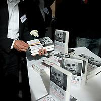 DEU, Deutschland, Germany, Berlin, 25.09.2012:<br />Exemplare des Buchs Weil die Welt sich ändert des früheren CSU-Vorsitzenden und bayerischen Ministerpräsidenten a.D. Edmund Stoiber liegen auf einem Tisch in der Alfred-Herrhausen-Gesellschaft.