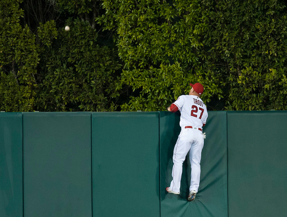 Mike Trout can only watch as the the ball leaves the park on a two-run home run by the Cubs' Anthony Rizzo in the third inning during the Angels game against the Chicago Cubs at Angel Stadium Tuesday.<br /> <br /> ///ADDITIONAL INFO:   <br /> <br /> angels.0406.kjs  ---  Photo by KEVIN SULLIVAN / Orange County Register  --  4/5/16<br /> <br /> The Los Angeles Angels take on the Chicago Cubs Tuesday at Angel Stadium.<br /> <br /> <br />  4/5/16