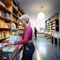 Nederland, Amsterdam , 31 mei 2014.<br /> Openingsdag boekhandel Steven Sterk aan de Nieuwezijds Voorburgwal.<br /> Foto:Jean-Pierre Jans