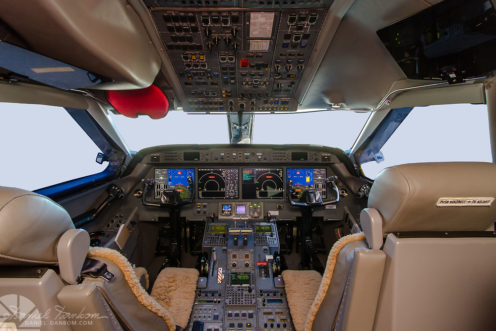Gulfstream G550 view of the cockpit