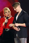 """Auftritt von Maite Kelly im Duett mit Vincent Gross bei der SRF-Pop-Schlager-Show """"Hello Again"""". Aufzeichnung vom 14. April 2019 in den Fernsehstudios Zürich."""