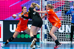 Larissa Nusser of Netherlands, Danick Snelder of Netherlands, Kim Naidzinavicius of Germany in action during the Women's EHF Euro 2020 match between Netherlands and Germany at Sydbank Arena on december 14, 2020 in Kolding, Denmark (Photo by RHF Agency/Ronald Hoogendoorn)