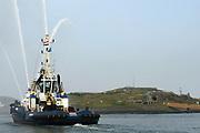 Koningin Máxima heeft in IJmuiden de Nh1816, een nieuw type reddingboot van de Koninklijke Nederlandse Redding Maatschappij (KNRM) gedoopt.<br /> <br /> Queen Máxima has inaugurated in IJmuiden Nh1816, a new type of lifeboat of the Royal Dutch Rescue Organisation (KNRM).<br /> <br /> Op de foto / On the photo:  Sleepboot Argus /  tugboat Argus