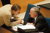 05 FEB 1998, BONN/GERMANY:<br /> Guido, Westerwelle, FDP, MdB, und Oskar Lafontaine, SPD Parteivorsitzender, Debatte über die Bekämpfung der Arbeitslosigkeit im Deutschen Bundestag<br /> IMAGE: 19980205-01/01-14