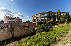 THEMENBILD - das Amphitheater Pula mit Häuser, aufgenommen am 27. Juni 2018 in Pula, Kroatien // the amphitheater Pula with houses, Pula, Croatia on 2018/06/27. EXPA Pictures © 2018, PhotoCredit: EXPA/ JFK