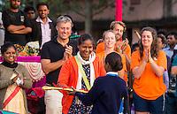 KHUNTI (Jharkhand) -  Finaledag Interschool Hockey League 2016. ONE MILLION HOCKEY LEGS  is een project , geïnitieerd door de Nederlandse- en Indiase overheid, met het doel om trainers en coaches op te leiden en  500.000 kinderen in India te laten hockeyen.  Ex international Floris Jan Bovelander  (l)  is een van de oprichters en het gezicht van OMHL.  met rechts Lotte vd Bant, Bo Peijs, Warner vd Vegt., Samrai Tete. COPYRIGHT KOEN SUYK