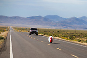 Andrea Gallo in de Taurus. In Battle Mountain (Nevada) wordt ieder jaar de World Human Powered Speed Challenge gehouden. Tijdens deze wedstrijd wordt geprobeerd zo hard mogelijk te fietsen op pure menskracht. De deelnemers bestaan zowel uit teams van universiteiten als uit hobbyisten. Met de gestroomlijnde fietsen willen ze laten zien wat mogelijk is met menskracht.<br /> <br /> In Battle Mountain (Nevada) each year the World Human Powered Speed ??Challenge is held. During this race they try to ride on pure manpower as hard as possible.The participants consist of both teams from universities and from hobbyists. With the sleek bikes they want to show what is possible with human power.