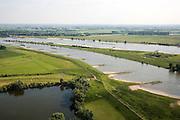 Nederland, Gelderland, Pannerdensche Kop, 28-06-2006; luchtfoto (25% toeslag de Pannerdensche Kop gezien in Zuidwestelijke richting, de Rijn splist zich hier in Waal (boven) en Pannerdensch Kanaal (in de voorgrond het voormalig Fort Pannerden rechts op de landtong (zie ook andere foto's de strekdammen (of kribben) in rivier en kanaal zorgen voor goede bevaarbaarheid; navigatie, kanalisatie, waterbeheer, binnenvaart, beroepsvaart, rijnaak,verkeer en vervoer, scheepvaart.luchtfoto (toeslag aerial photo (additional fee required .foto Siebe Swart / photo Siebe Swart
