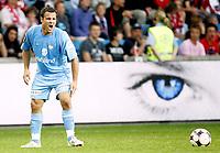 Fotball<br /> Tippeligaen Eliteserien<br /> 01.06.08<br /> Ullevaal Stadion<br /> FC Lyn Oslo - Vålerenga VIF<br /> Kristofer Hæstad roper ut med et øye som følger med i bakgrunnen<br /> Foto - Kasper Wikestad