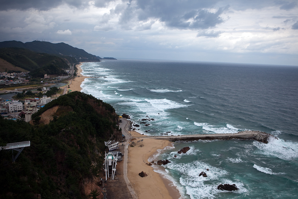 Korean coastline with sandy beaches and sailing ship, top view from Suncruise resort / Jeongdongjin, South Korea, Republic of Korea, KOR, 07 October 2009.