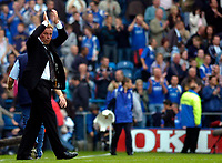 Photo: Alan Crowhurst.<br />Portsmouth v West Ham United. The Barclays Premiership. 14/10/2006. Pompey manager Harry Redknapp appaluds the fans.
